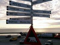 Znak misia polarnego, na który natkniemy się od razu po wyjści z lotniska