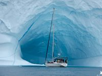 Jacht i góra lodowa